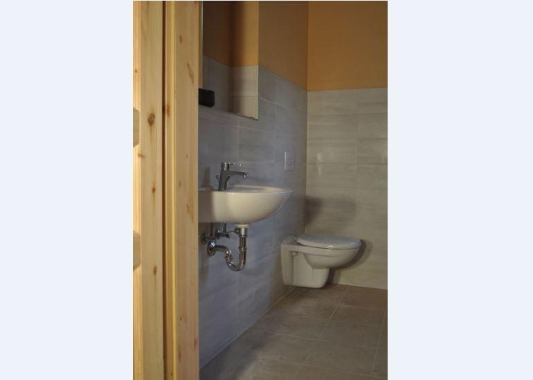 Sanierte Toilettenräume auf Schloss Tonndorf, Auf Schloss Tonndorf eG