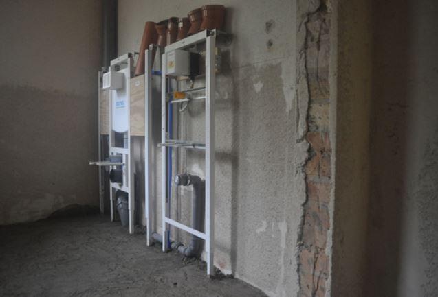 Installation der neuen Sanitäranlagen, Auf Schloss Tonndorf eG
