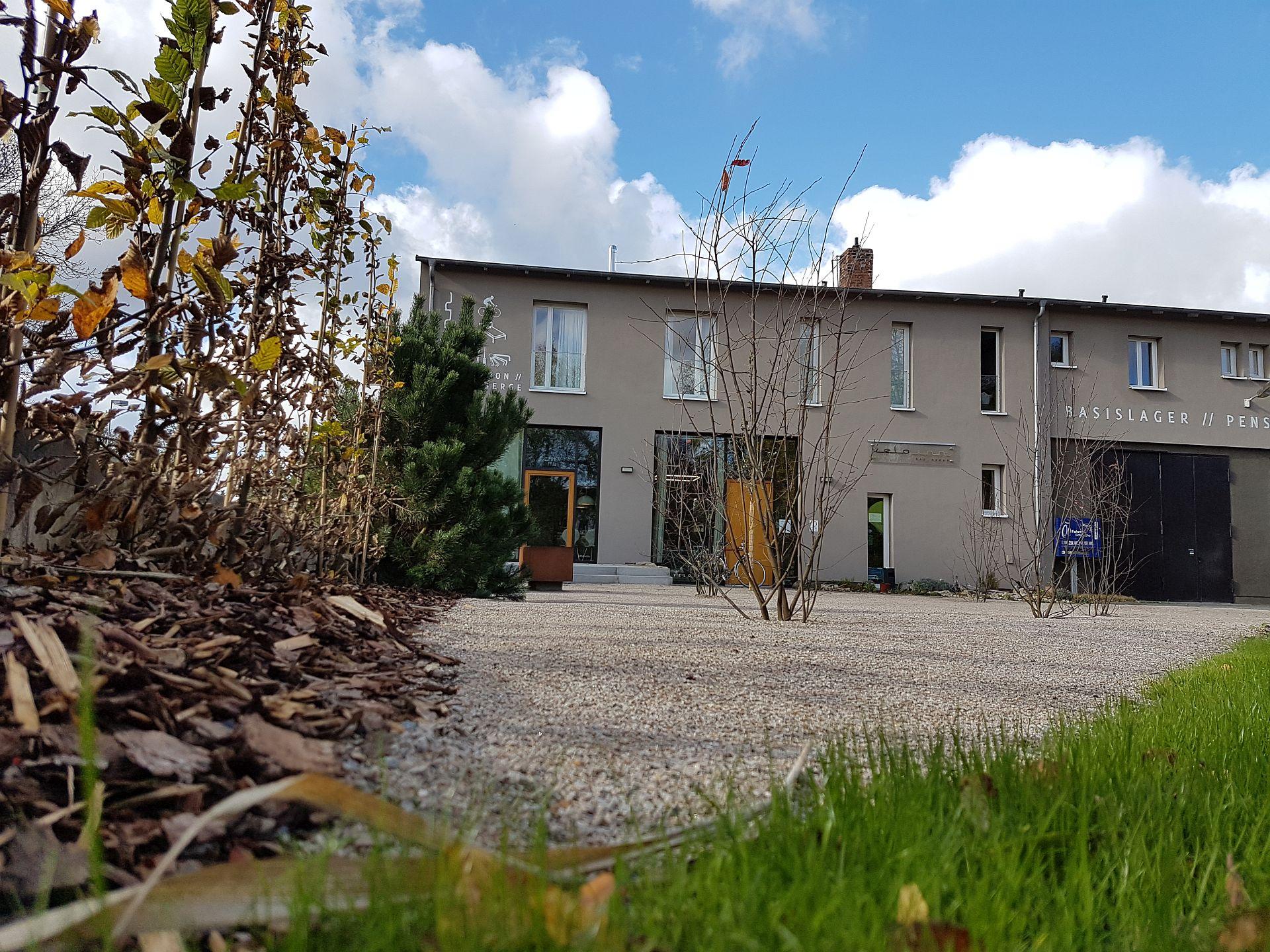 Neugestaltete Außenanlage, Velo Inn Basislager Bad Berka