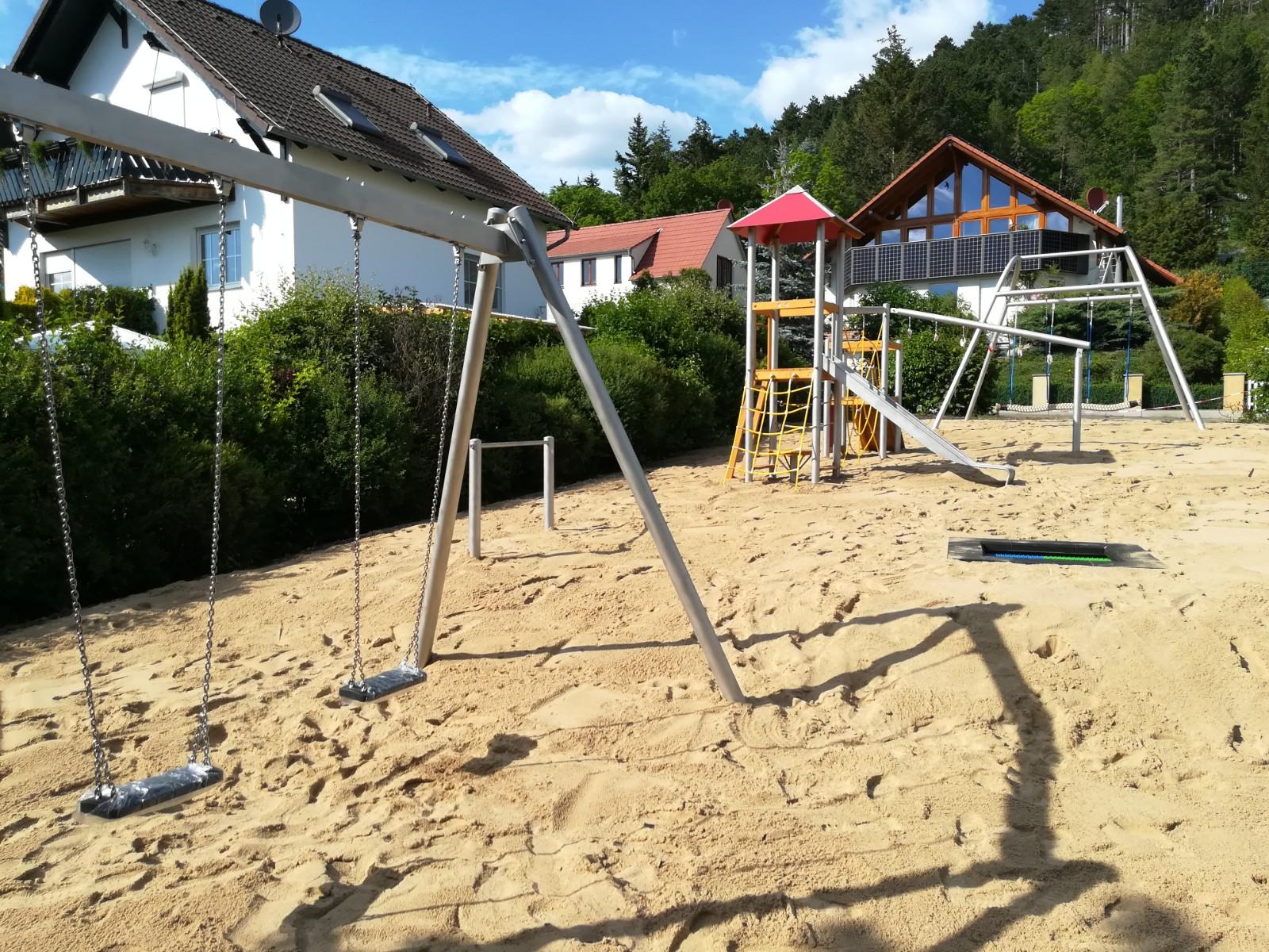 Neue Spielgeräte in Nauendorf (Gemeinde Nauendorf)